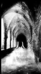 Fantome dans déambulatoire d'une abbaye