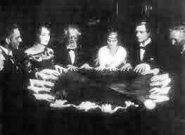 Séance de spiritisme (extrait film Docteur Mabuse)